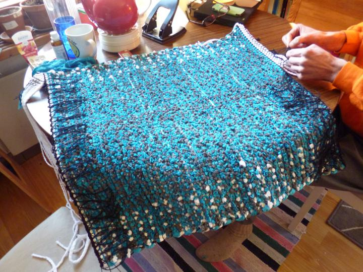 Binding the ends of the woven rug
